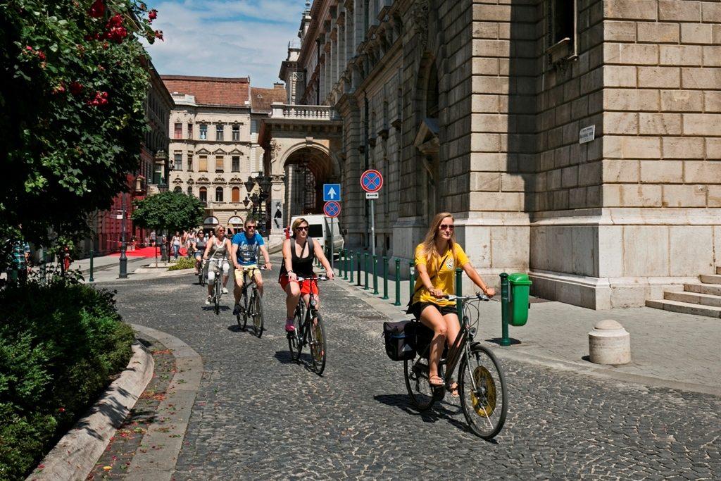 Yellow Zebra Budapest, Yellow Zebra bike tour,bike tour Budapest